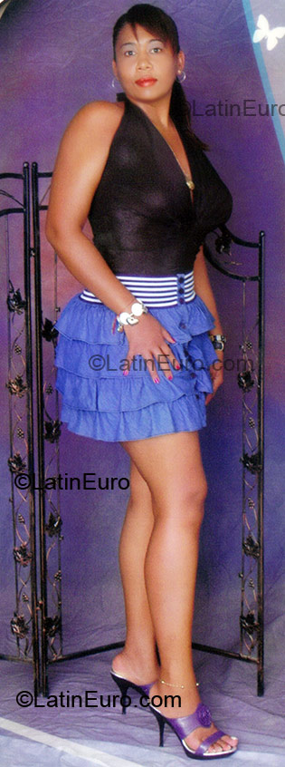 Date this charming Colombia girl Marya from Cali CO1700