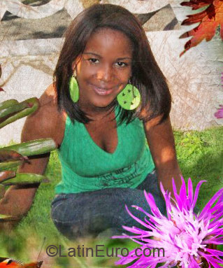 Date this nice looking Dominican Republic girl Wanda from Santo Domingo DO2289