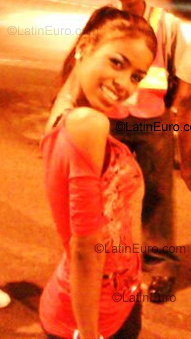 Date this charming Dominican Republic girl Charlot from Santo Domingo DO2956