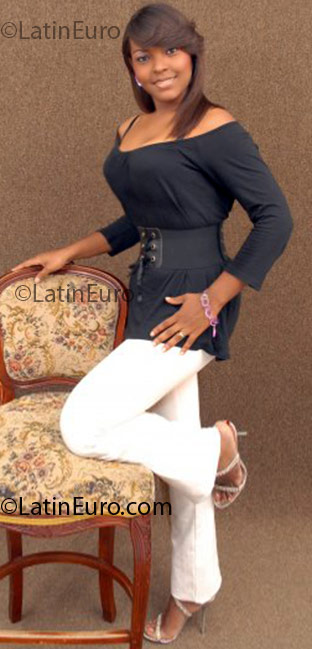 Date this lovely Dominican Republic girl Ruth from Santo Domingo DO3389