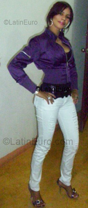 Date this foxy Dominican Republic girl Nelly from Santiago DO3968