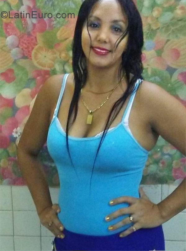 Hot cuban girl very Hot and